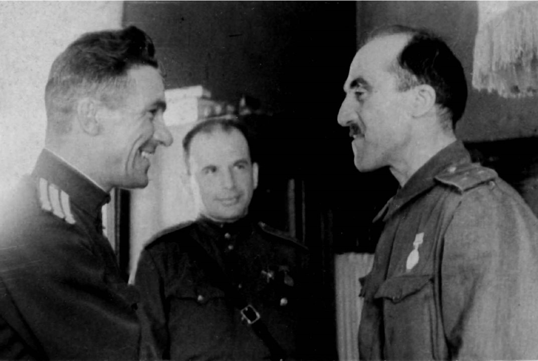 Экспонат #9. Федор Леонтович во время награждения медалью «За боевые заслуги». 1943 год