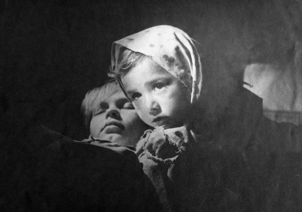 Экспонат #12. Эмма Малая и Витя Виноградов (Мишка)