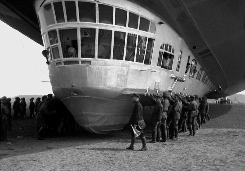 Экспонат #12. Прилет дирижабля  LZ 127 «Граф Цеппелин» в Ленинград. 25 июля 1931 года