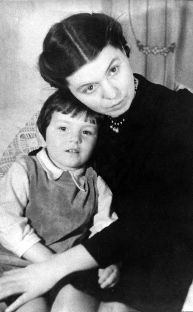 Экспонат #39. Жена Антонина Петровна с дочерью Ольгой