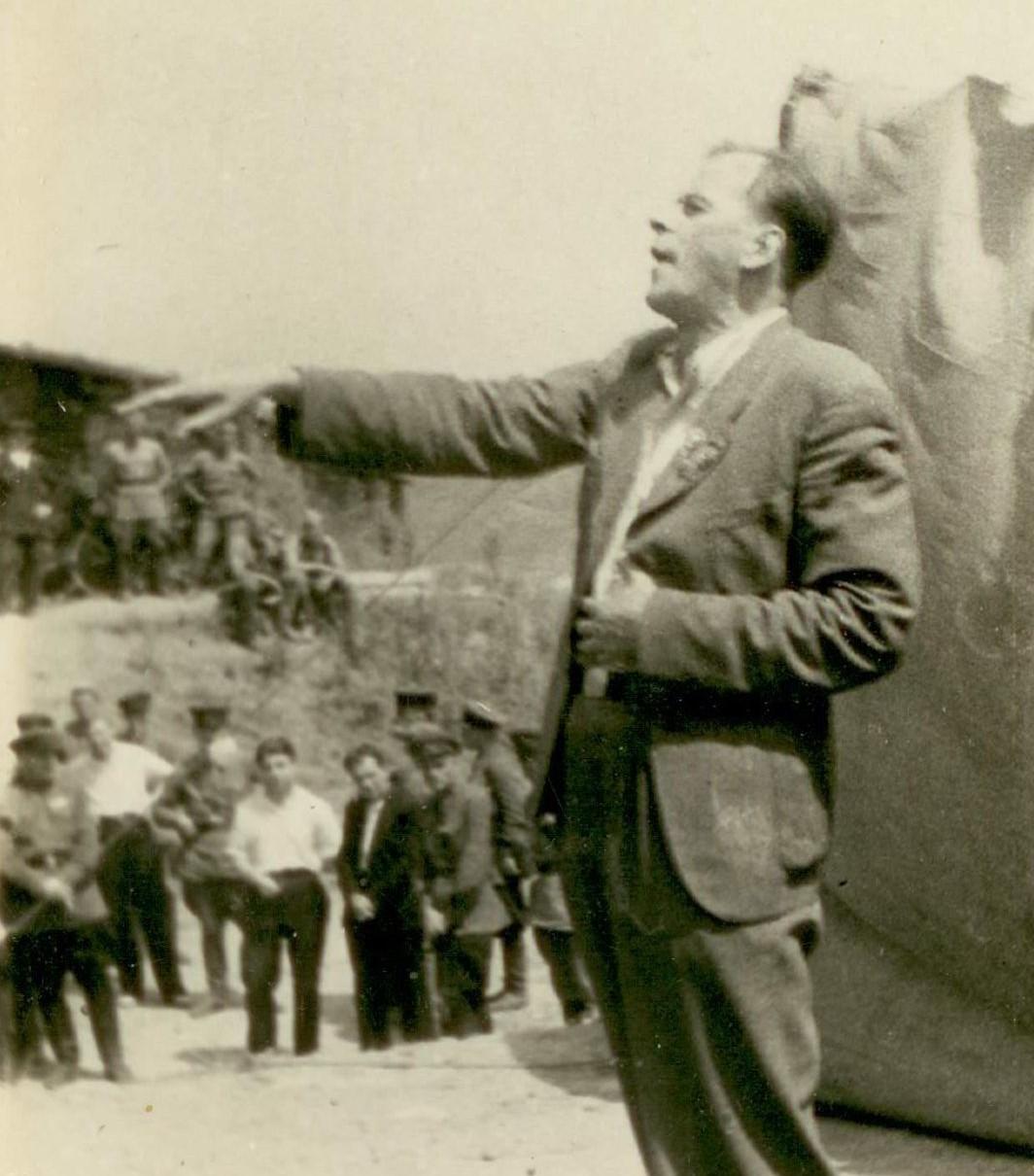 Народный артист России Н. Черкасов в районе озера Хасан. Август 1939 года. Фото А. Борзунина