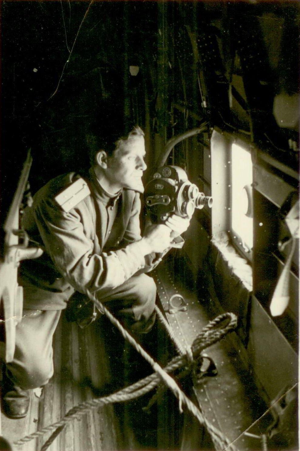 А. Борзунин в самолёте на пути в Дайрен, Маньчжурия. 1945 год