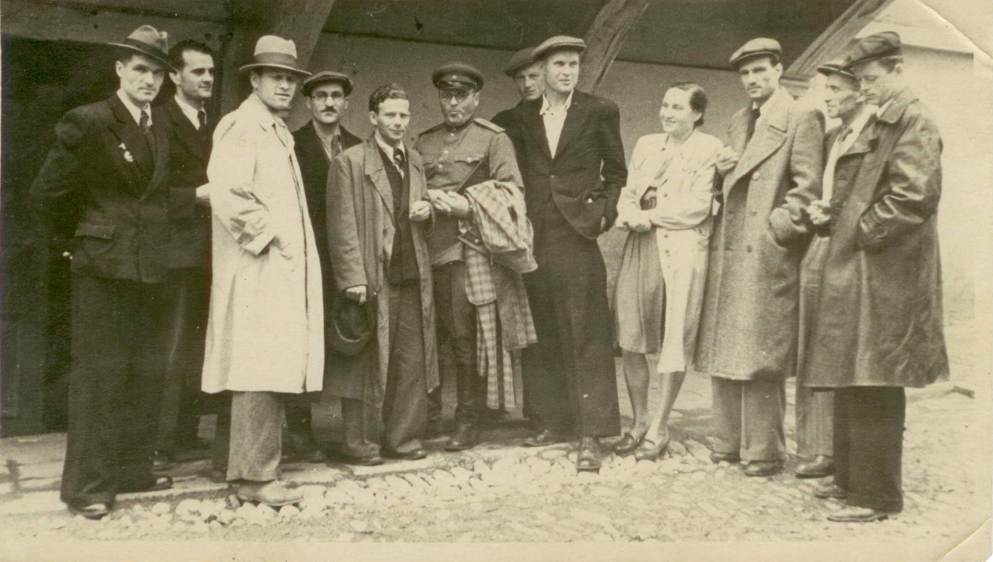 Сотрудники Дальневосточной студии кинохроники. Владивосток. 1948 год
