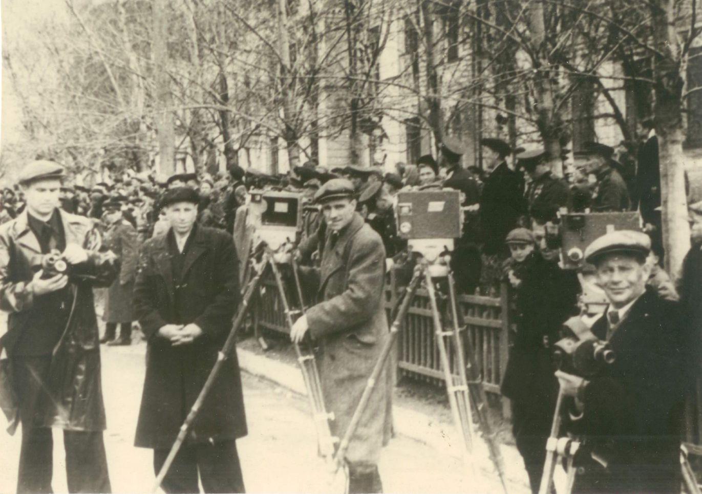 Кинооператоры — Гулин, Леншин, Мирный, Борзунин. Хабаровск. 1949 — 1950 гг.