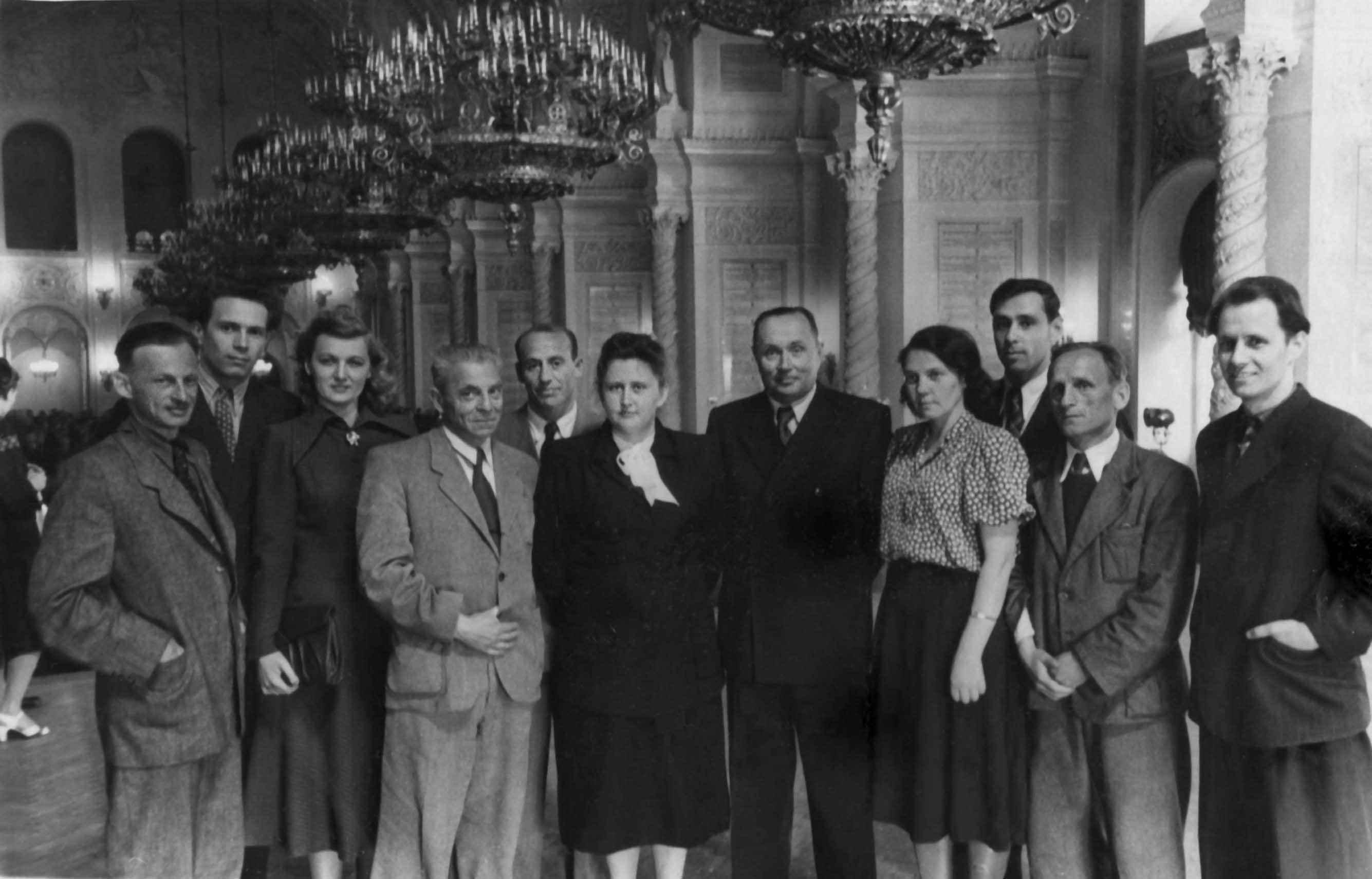 Экспонат #27. Съемочная группа ЦСДФ в Георгиевском зале Кремля. Нач. 50-х годов
