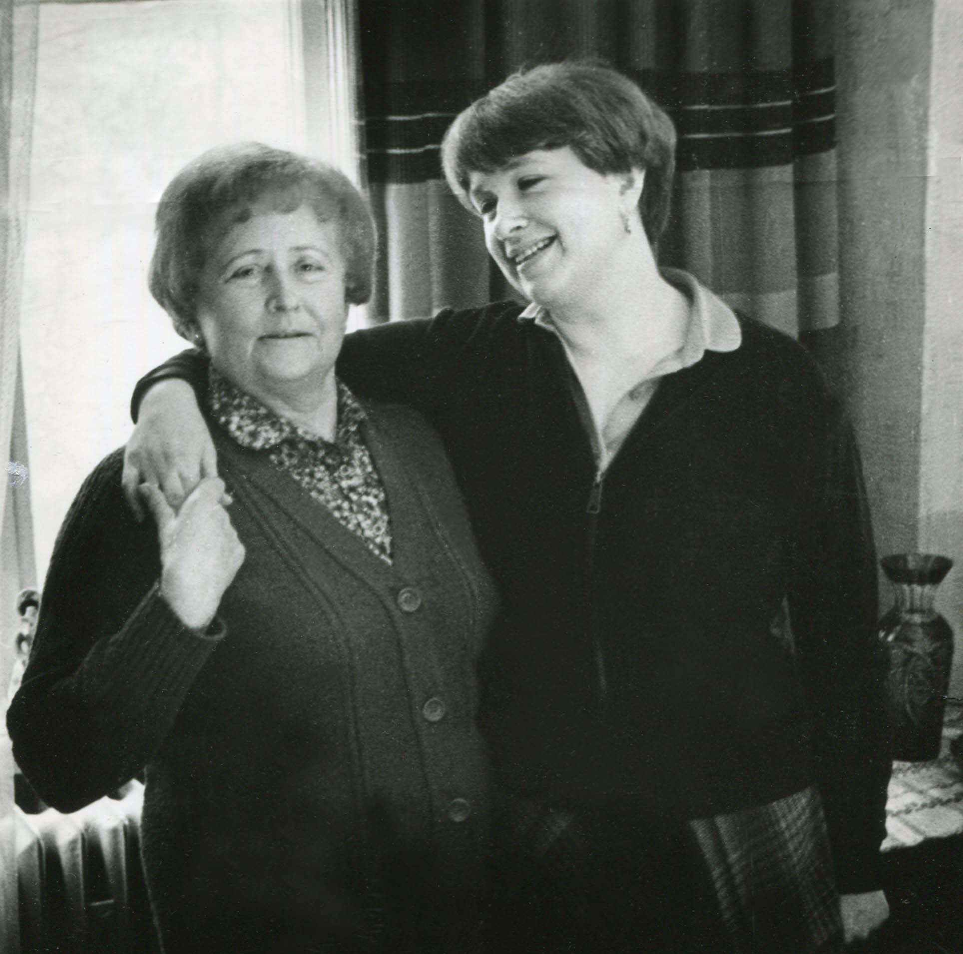 Экспонат #71. Мая Николаевна с дочерью Алёной