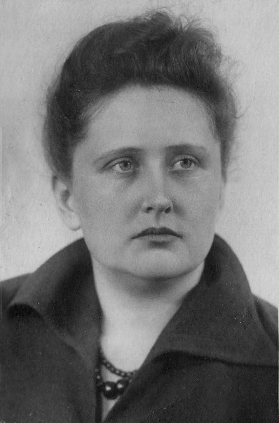 Экспонат #44. Мая Николаевна Попова. 1953 год