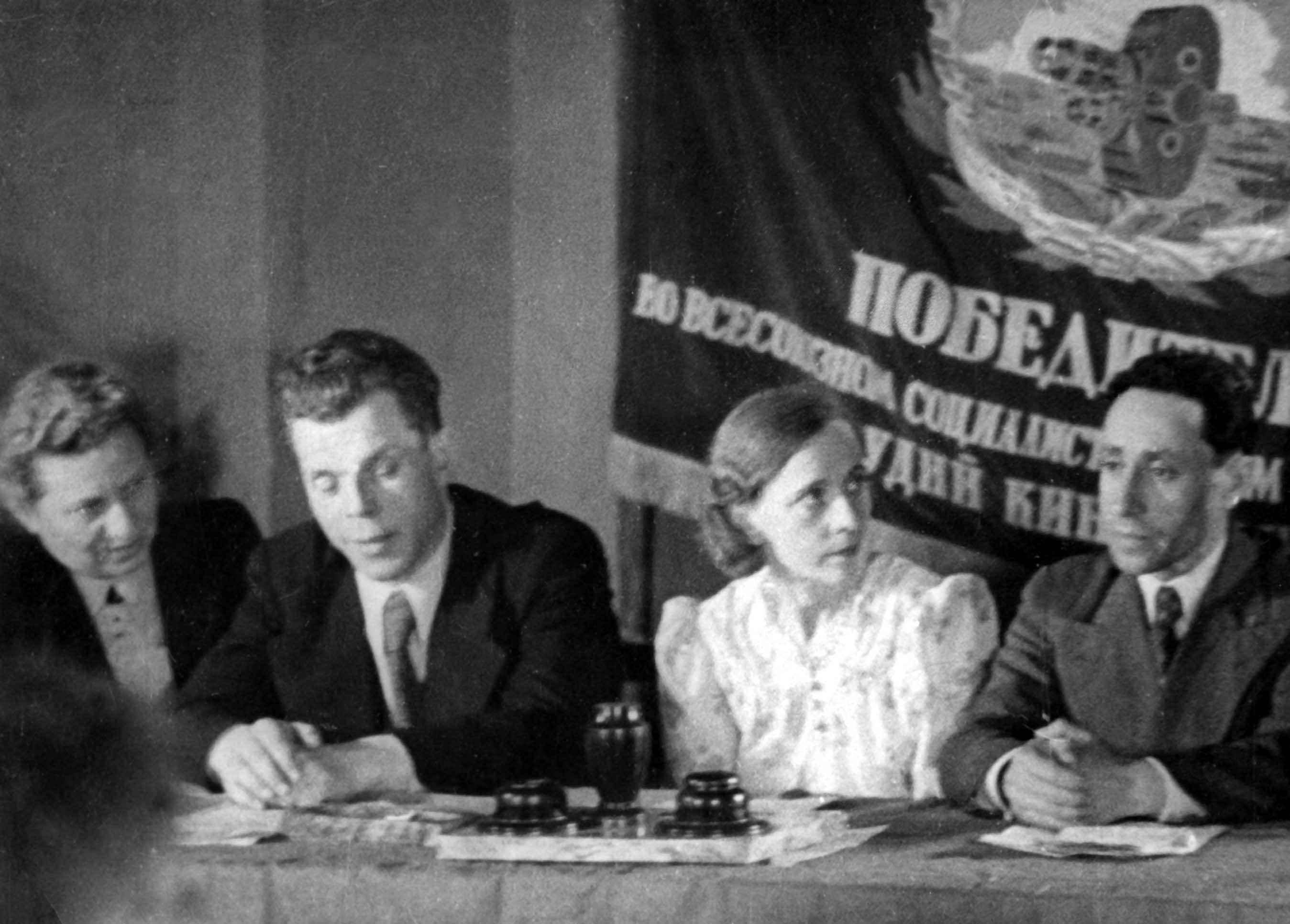 Экспонат #9. «Победителю во Всесоюзном социалистическом соревновании студий кинохроники»
