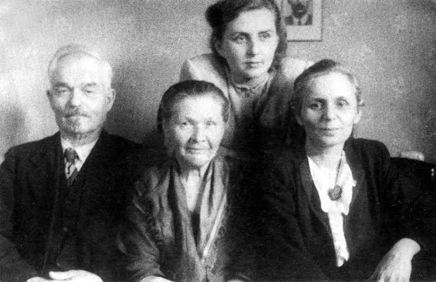 Экспонат #31. Николай и Анна Бойковы, Мария Спандарьян и Злата Калужинова
