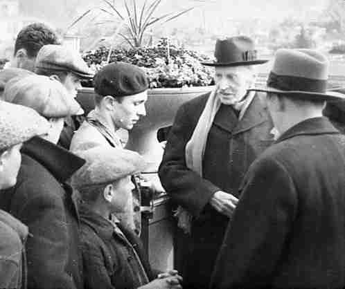 Экспонат #7. Ромен Роллан с пасынком Сергеем Кудашевым в Парке культуры и отдыха. Июль 1935 года