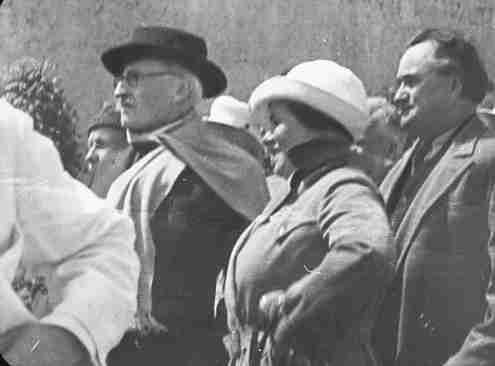 Экспонат #4. Ромен Роллан и Георгий Димитров на Красной Площади в Москве. 30 июня 1935 года