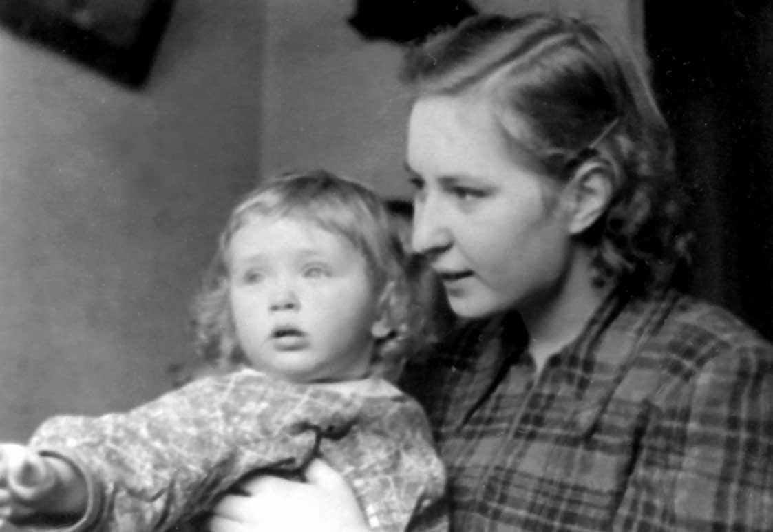 Экспонат #13. Алёна Бойкова с Ниной Лебедевой