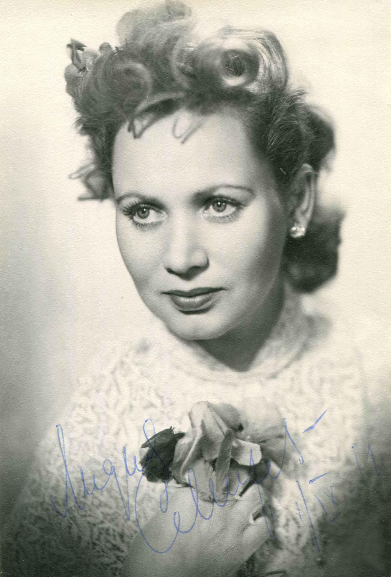 Экспонат #49. Актриса Лидия Смирнова (фото с дарственной надписью)