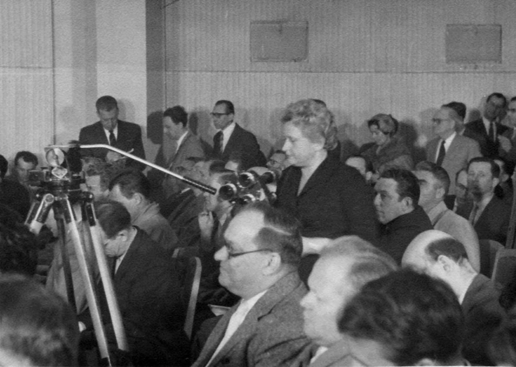 Экспонат #46. Пресс-конференцию снимает Мая Попова. 11 мая 1960 года