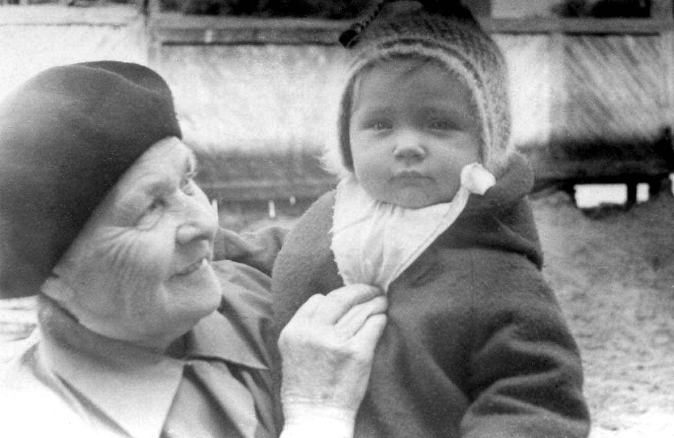 Экспонат #11. Алёна Бойкова с бабушкой Анной Тарасовной