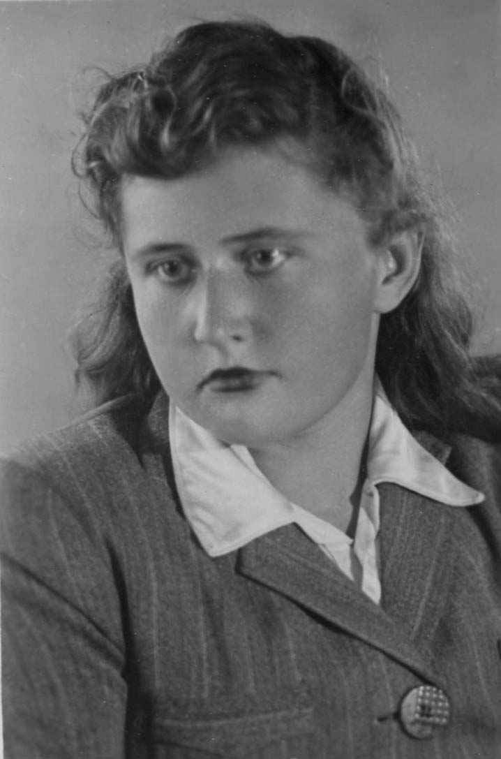 Экспонат #1. Попова Мая Николаевна. Середина 40-х годов