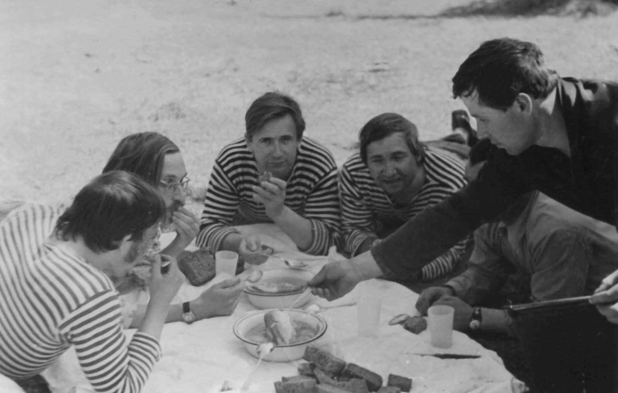 Экспонат #21. Съемочная группа фильма «Дороги Нечерноземья». 1981 год