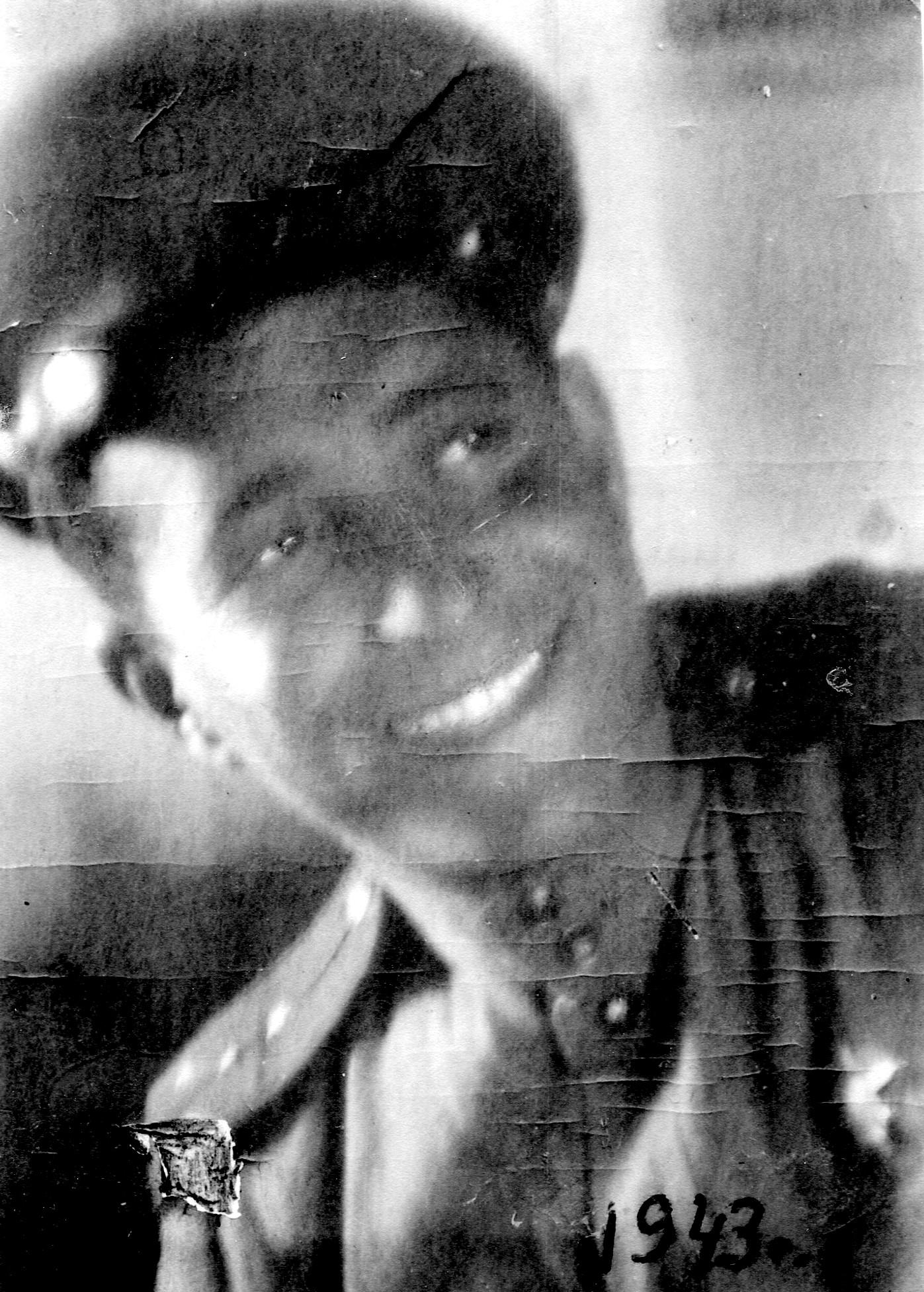 Экспонат #1. Военный кинооператор Михаил Посельский. 1943 год