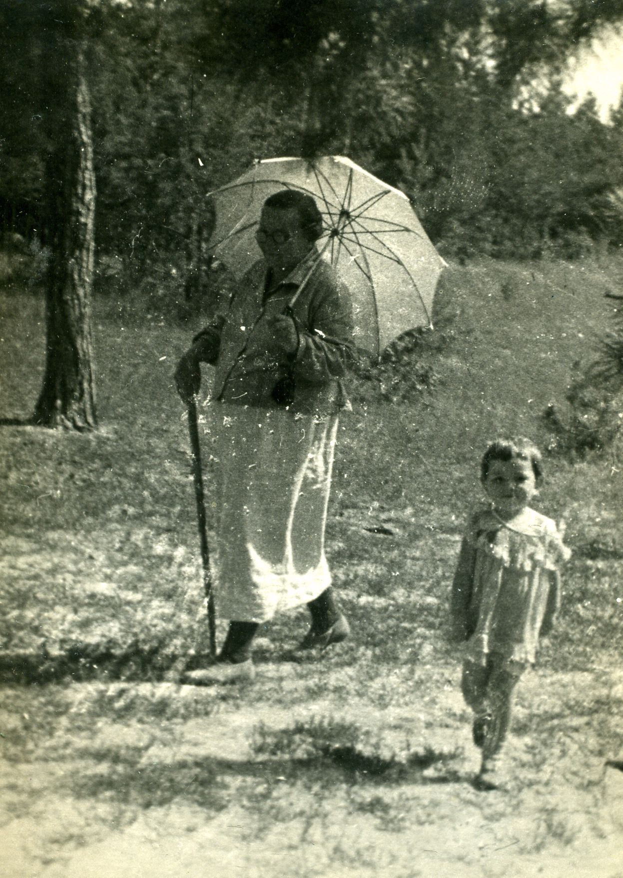 Экспонат #40. Оля Самгина с бабушкой Ольгой Георгиевной. 1940 год