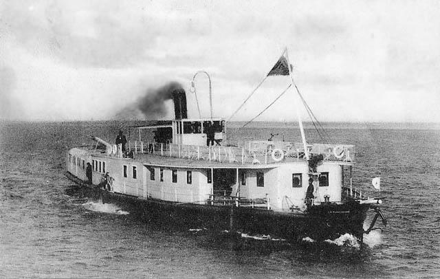 Кормилец. Первый пассажирский пароход на реках Западной Сибири. Выстроенный в Тюмени в 1898 г. Е.И. Мельниковой