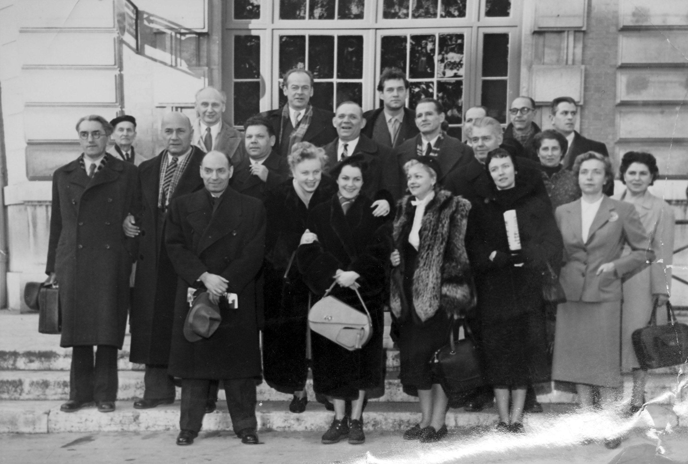 Экспонат #148. Советская делегация. Неделя советского кино во Франции. 1955 год