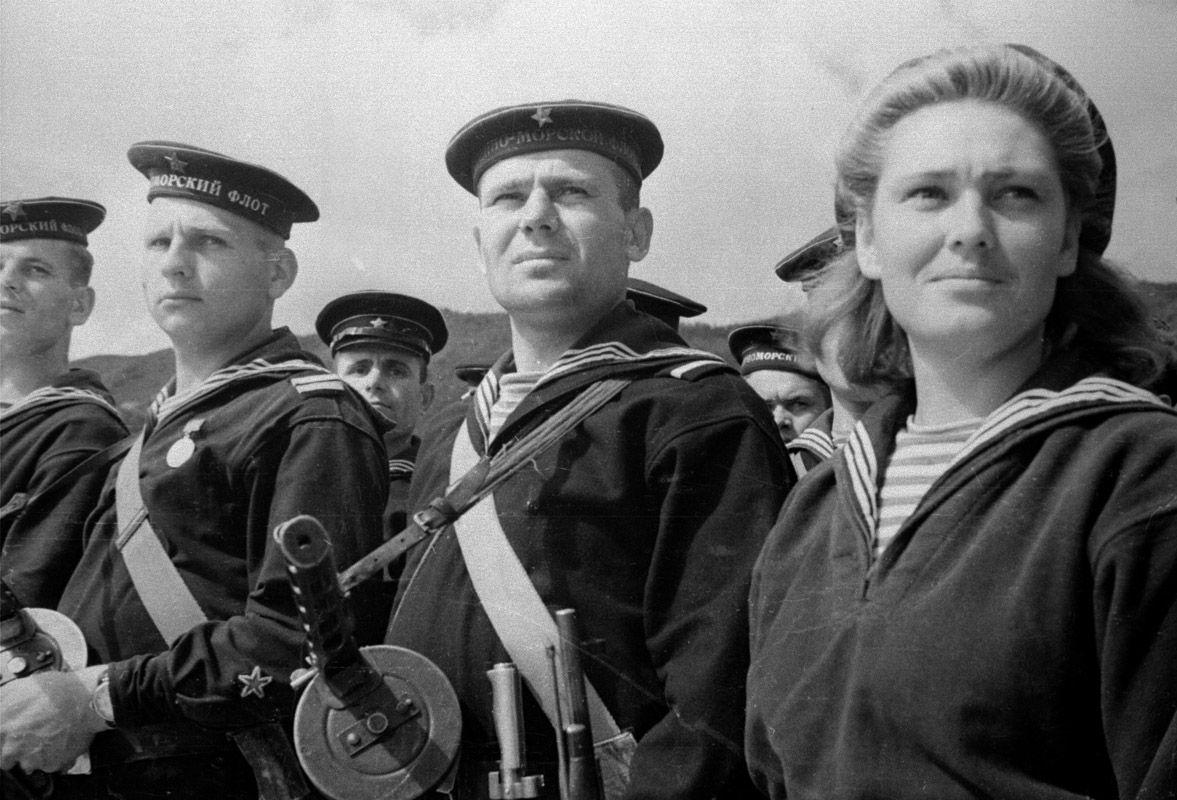 Экспонат #95. Севастопольские матросы уходят на защиту Одессы. 1941 год
