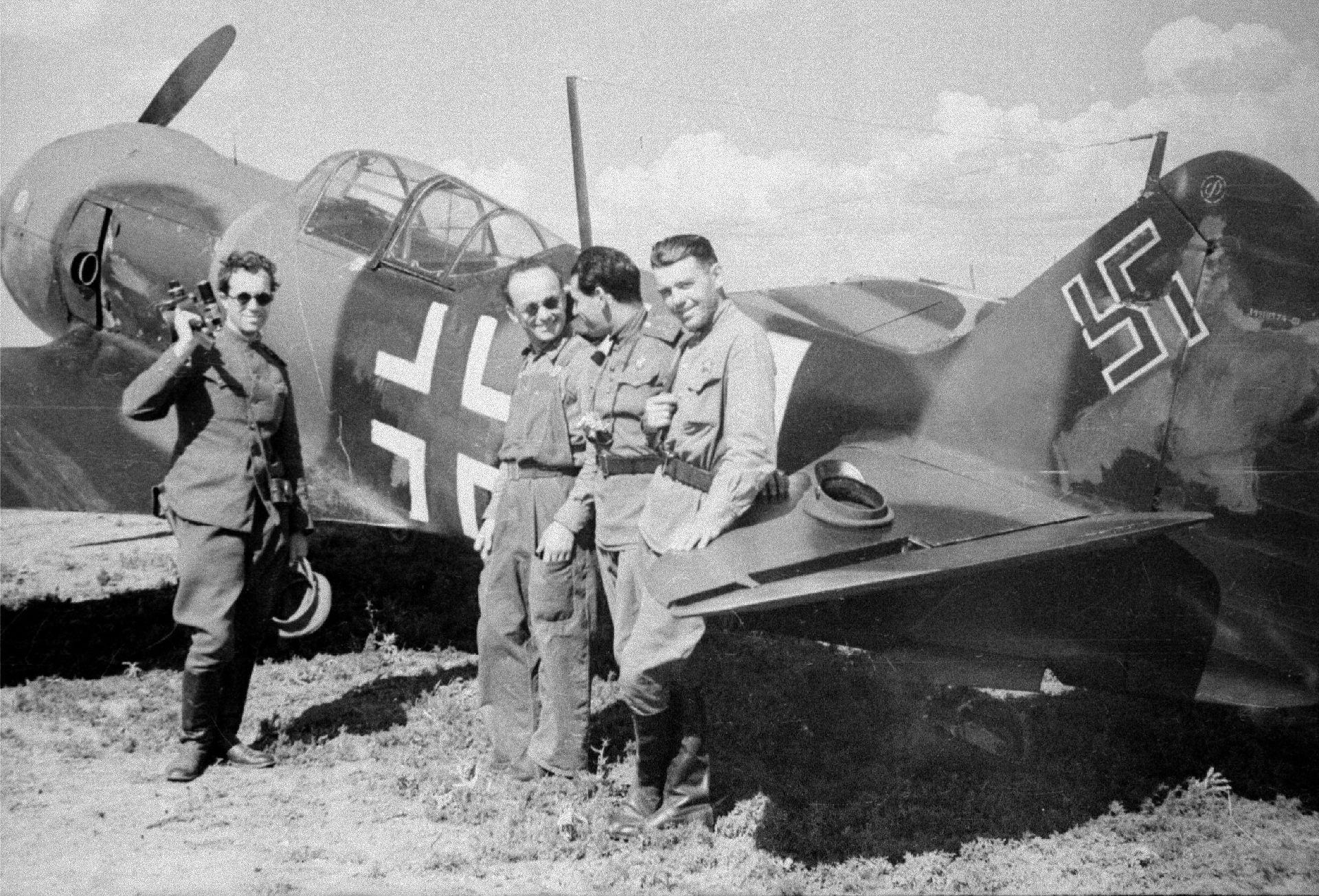 Экспонат #110. На аэродроме под Армавиром. Ла5-ф. 1943 год