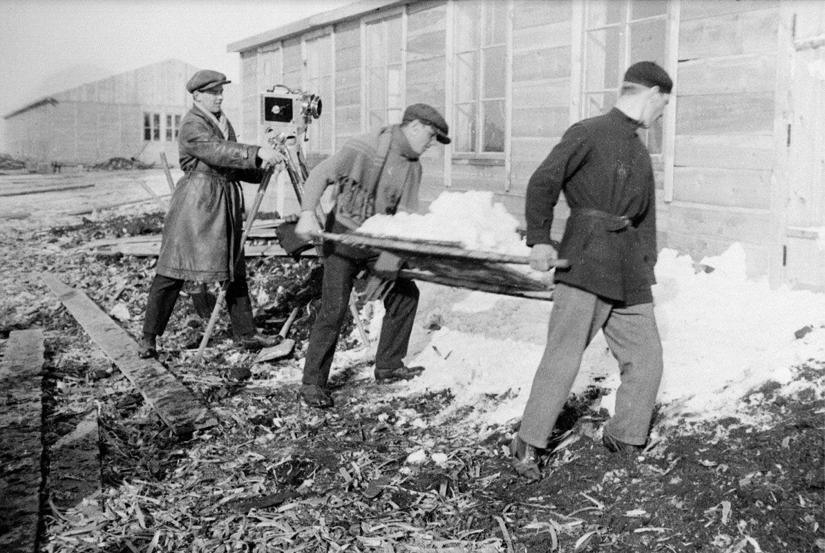 """Экспонат #17. Магнитострой. """"Так мы снимали """"суровую зиму""""... 1931 год"""