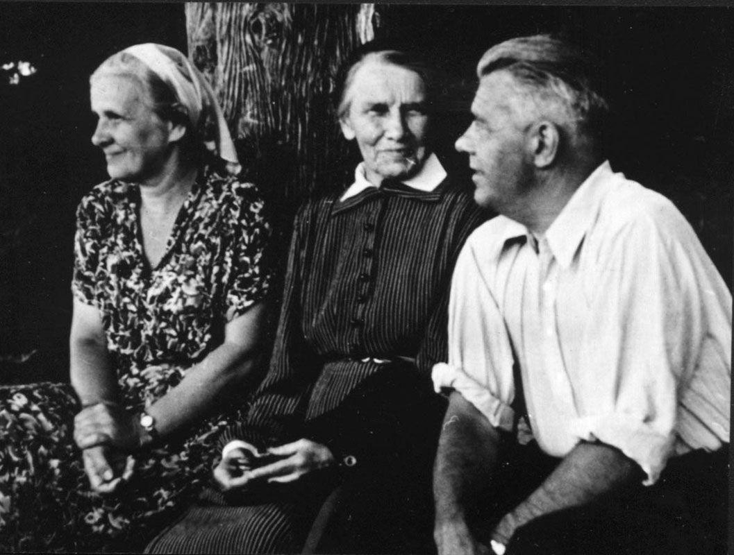 Экспонат #151. Семья Трояновских в Ялте. Лето 1955 года