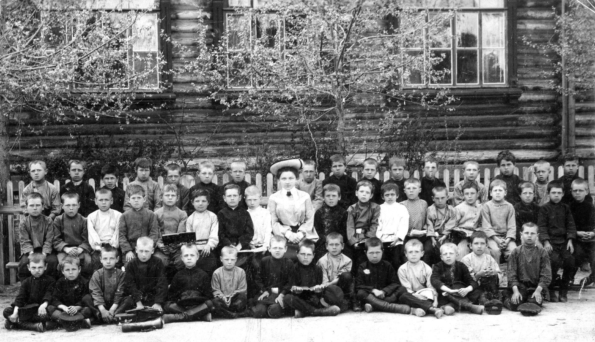 Экспонат #4. Сормовская церковно-приходская ремесленная школа