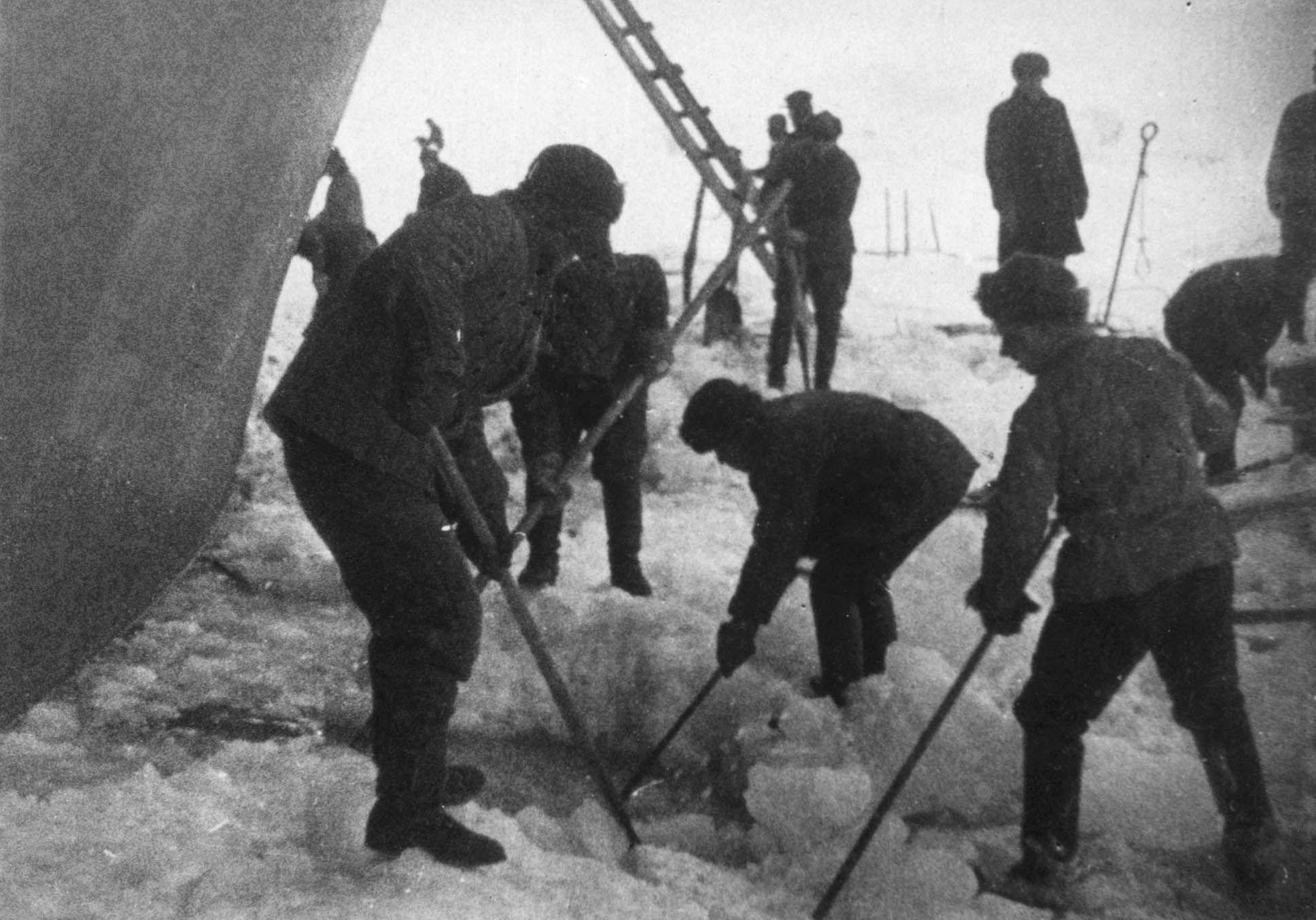 Экспонат #28. На «Сибирякове». Обколка. 1932 год