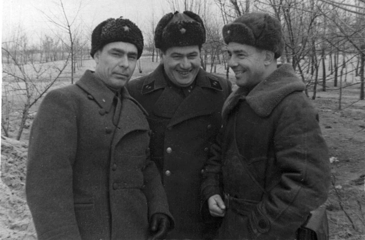 Экспонат #102. С Брежневым и Мамоновым в районе Краснодара. Конец 1942 года