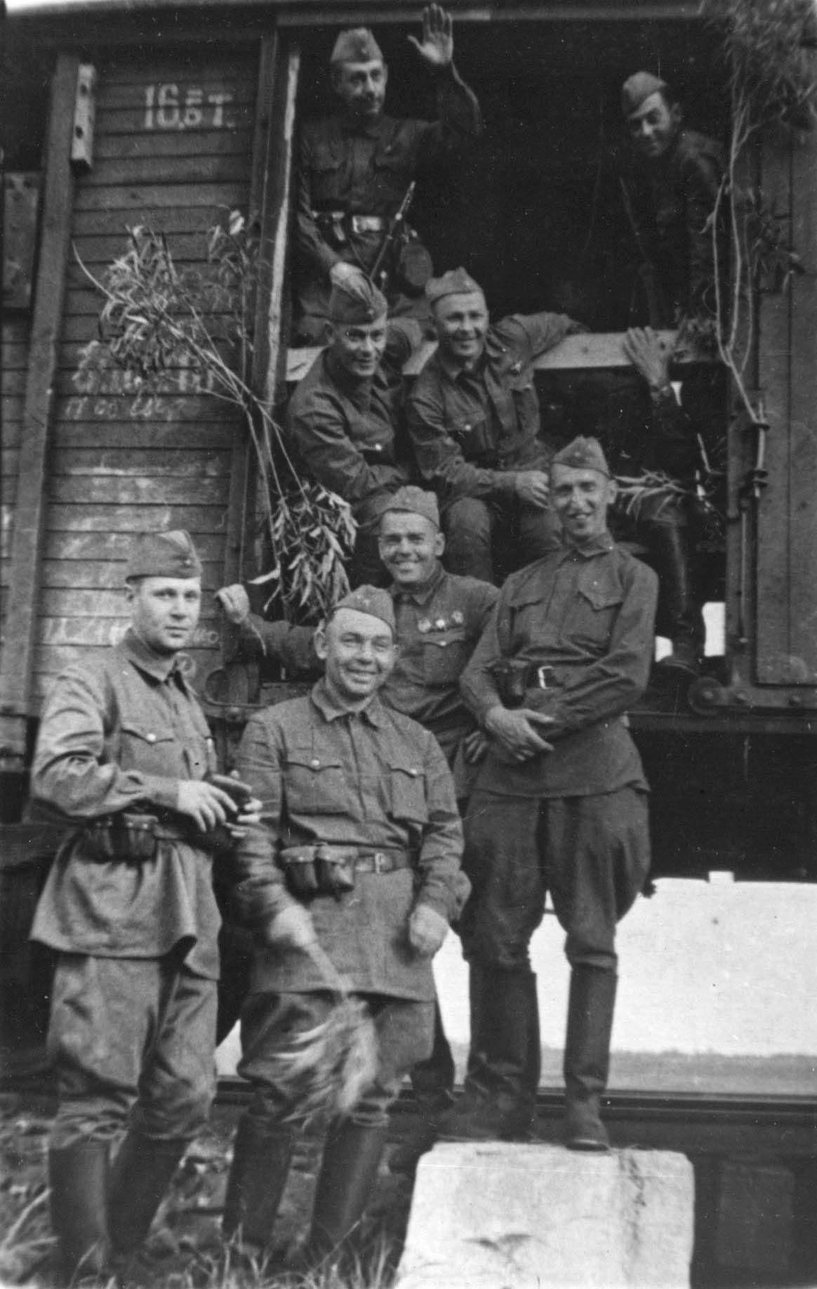 Экспонат #88. Киногруппа перед отправкой на фронт. 1941 год