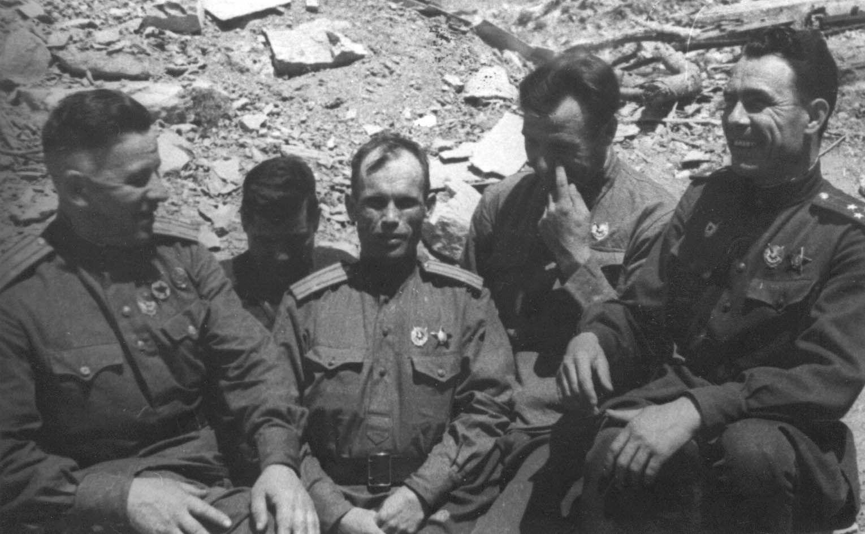 Экспонат #103. Полковник Л.И. Брежнев накануне штурма Новороссийска. 1943 год