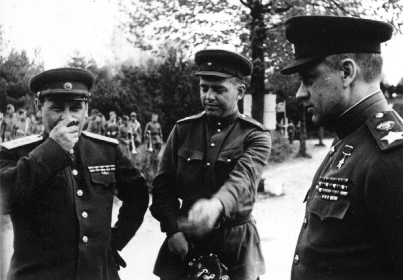 Экспонат #115. С Рокоссовским и Боголюбовым в ставке 2-го Белорусского фронта. 1944 год