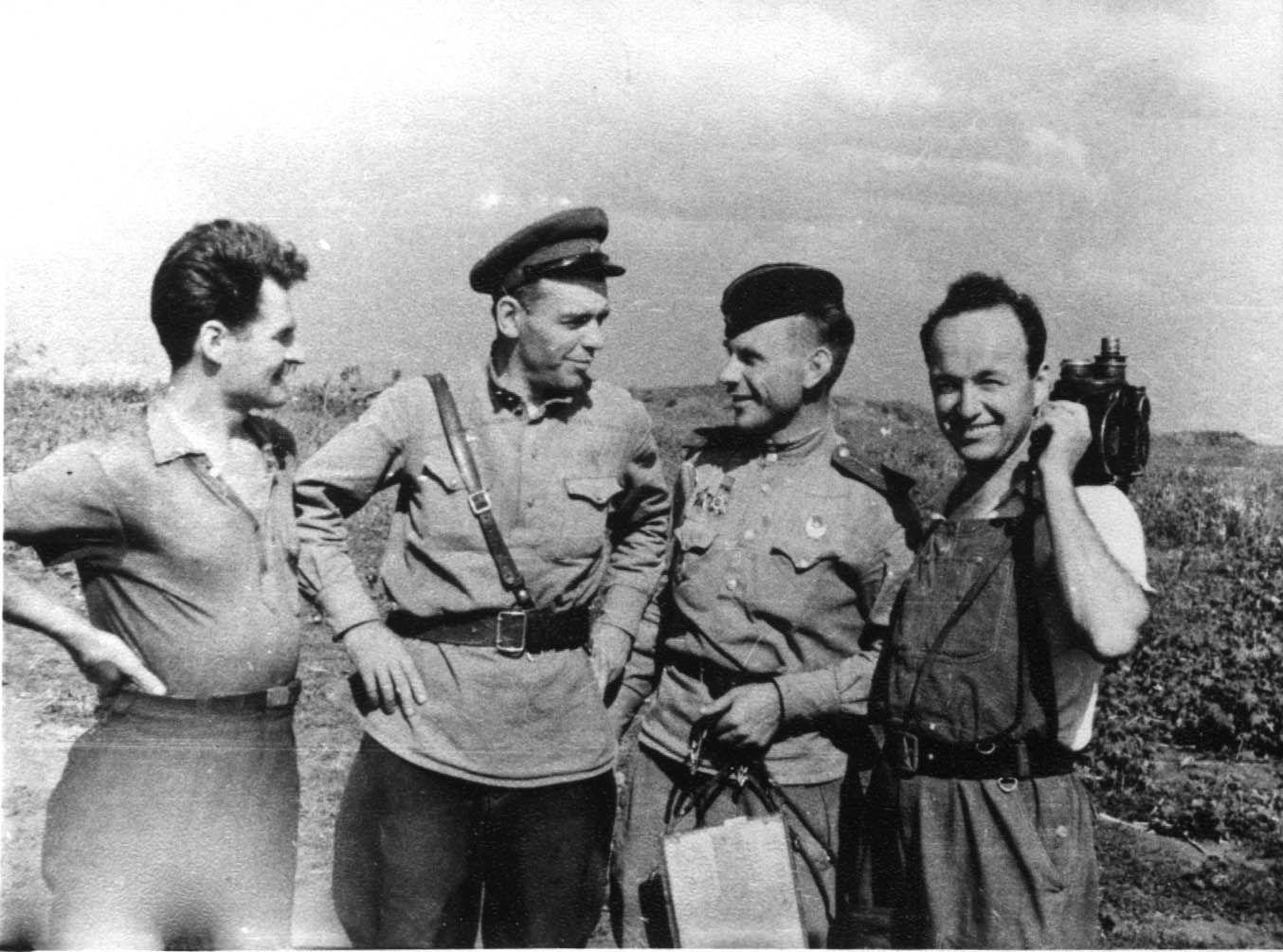 Экспонат #112. На съемках фильма «Приговор народа». Краснодар. Июнь 1943 года