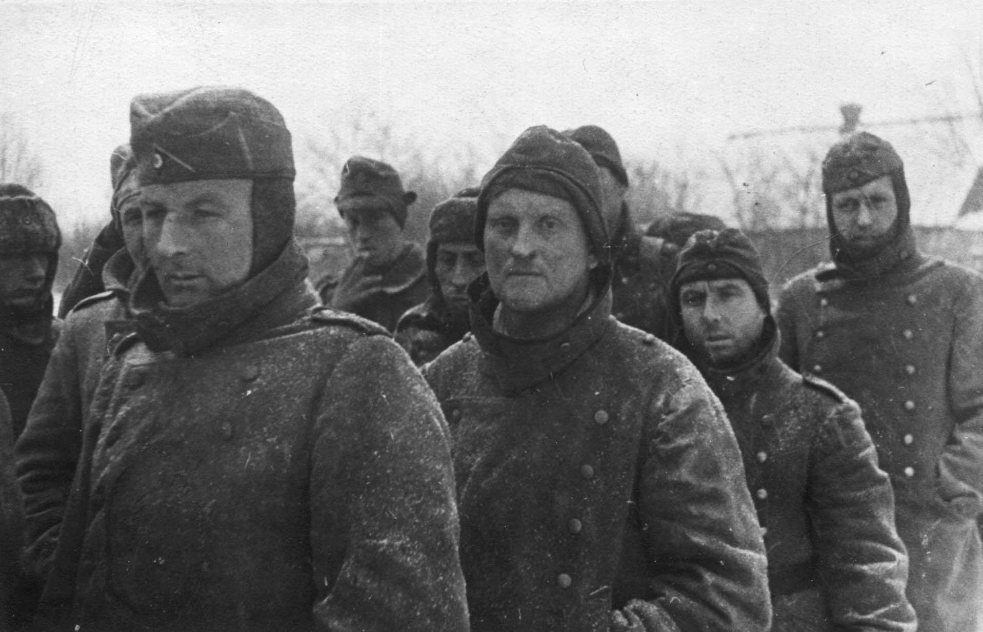 Экспонат #101. Группа пленных румын. Донбасс. 1942 год